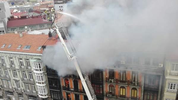 Incendio en la calle Uría de Oviedo,