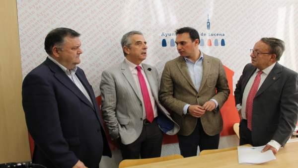 Autoridades durante el encuentro mantenido