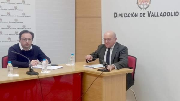 Jesús Julio Carnero junto a Héctor Gallego en la comisión