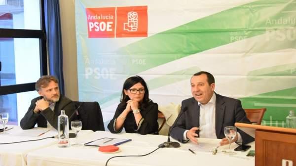 José Fiscal, Mercedes Montero  y José Ruiz Espejo en un encuentro