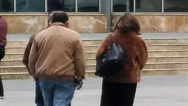 El acusado junto a su letrada ala salida del juzgado.