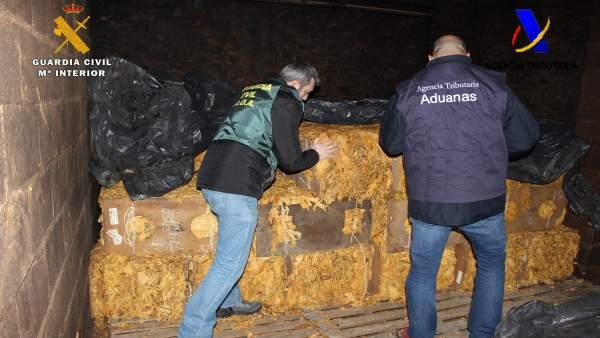 La Guardia Civil y la Agencia Tributaria intervienen 14 toneladas de tabaco.