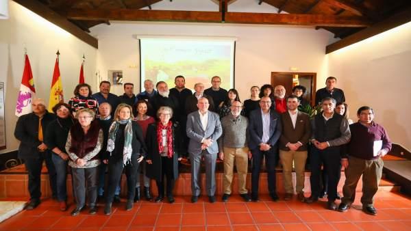 Carnero con los aistentes a la reunión de Caminos de Santiago