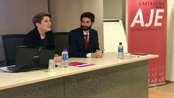 Noelia Arroyo inuagura la jornada organiza por AJE