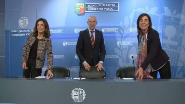Josu Erkoreka con Beatriz Artolazabal y Cristina Uriarte