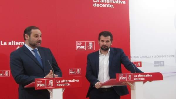 José Luis Ábalos, junto al secretario general del PSCyL, Luis Tudanca