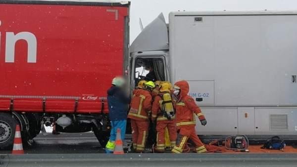 Choque entre camiones en la A-3 a la altura de Caudete de las Fuentes