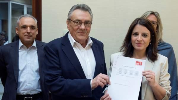 Rafael Simancas, Manuel Escudero y Adriana Lastra (PSOE), registran en el Congreso una iniciativa sobre pensiones.