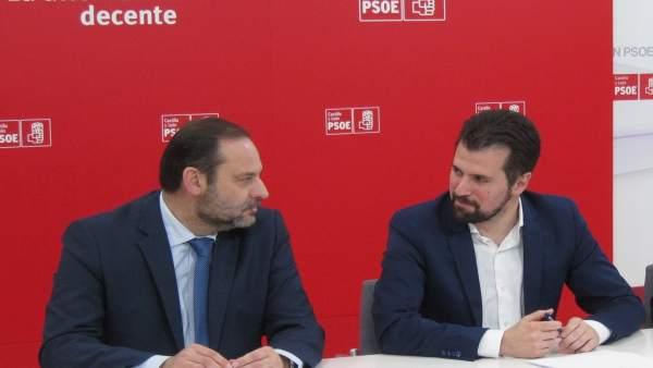 Luis Tudanca (dcha), con José Luis Ábalos