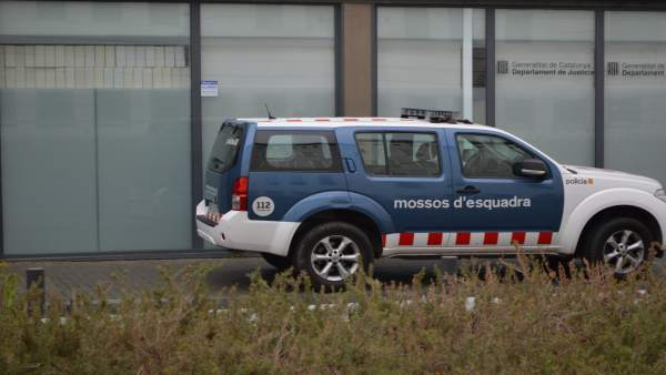 Coche de los Mossos d'Esquadra en los juzgados de Lleida