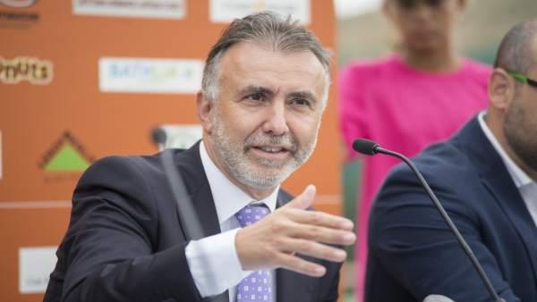 Angel Víctor Torres