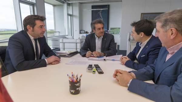 Martín se reúne con el alcalde de Santoña