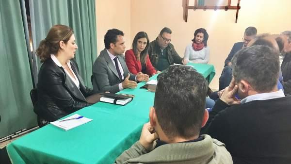 El PSOE de Huelva se reúne con el sector del mueble de Valverde del Camino.