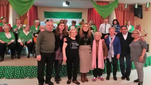 Luna (centro) visita el Centro de Participación Activa Fuensanta-Cañero