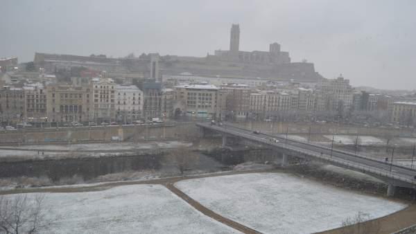 La nieve ha empezado a caer en Lleida sobre las 15 horas