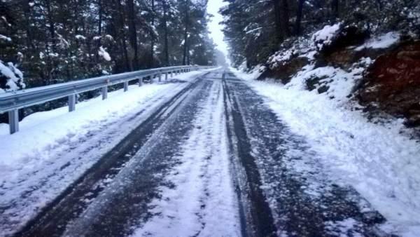 La neu obliga l'ús de cadenes en sis carreteres de la Comunitat Valenciana