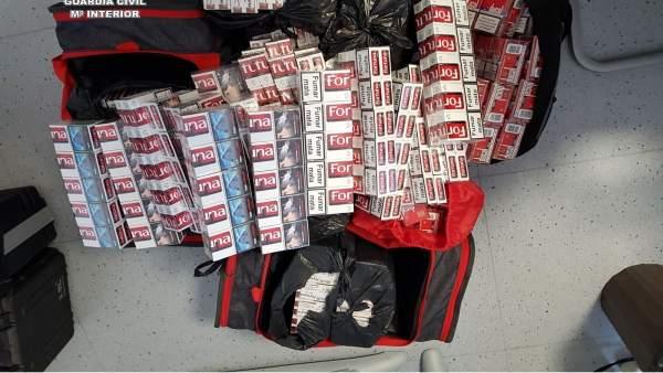 Tabaco de contrabando intervenido tras ser arrojado por la verja de Gibraltar