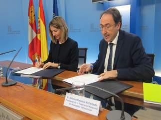 García y Polanco firman el acuerdo sobre prestaciones sociales