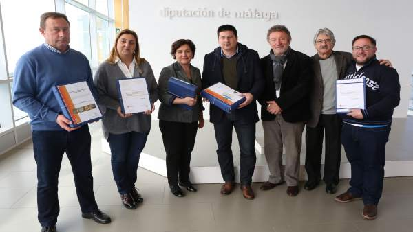 Entrega documentos urbanísticos a ayuntamientos Diputación