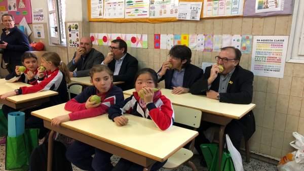 Campaña de promoción de la fruta en una escuela de Lleida