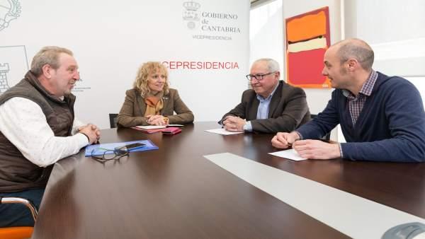 Díaz Tezanos se reúne con el alcalde de Anievas