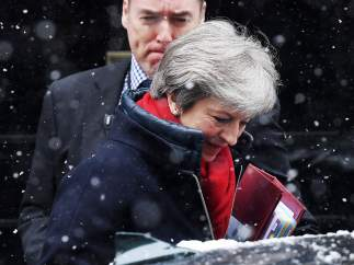 La primera ministra británica, Theresa May, dirigiéndose a una sesión de control en el Parlamento británico, en Londres, Reino Unido.