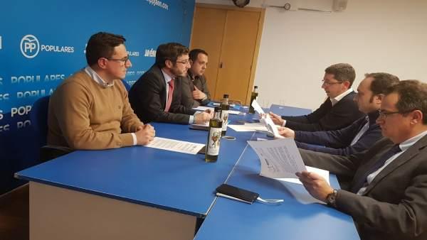 Reunión del PP con representantes del sector turístico.