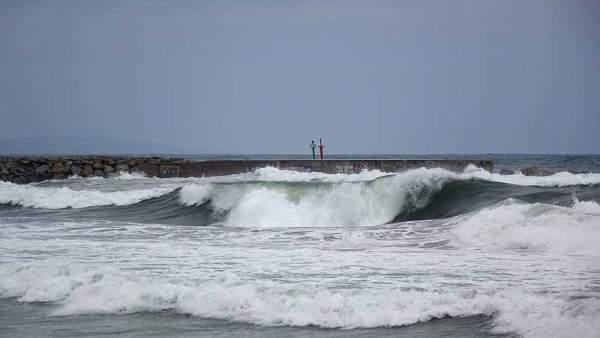 Olas, temporal, frío, lluvia, mar