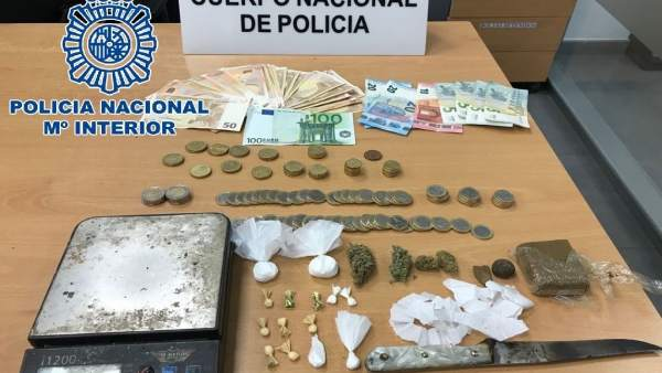 Sustancias estupefacientes y útiles intervenidos en Sanlúcar