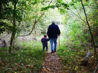 Un abuelo y su nieta