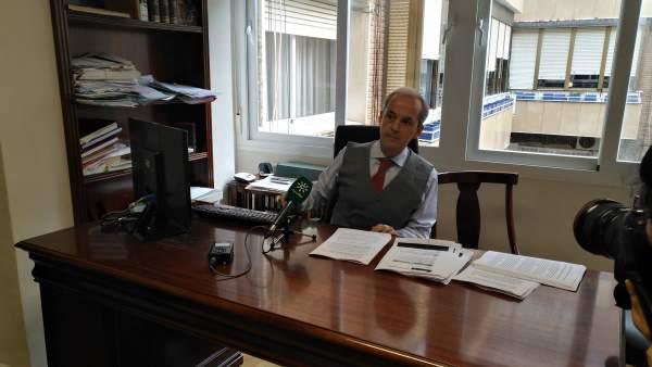 El abogado Gabriel Velamazán, en su despacho