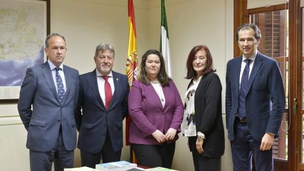 Np, Foto Y Resoluciones: La Delegada Del Gobierno Se Reúne Con Los Presidentes D