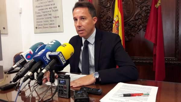 El alcalde, en la rueda de prensa