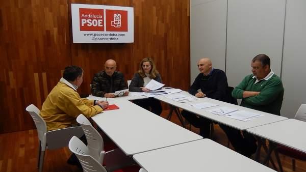 Hurtado y Serrano (centro) en la reunión con los sindicalistas