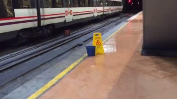 V deo las goteras de atocha llenan la estaci n de agua for Oficina de empleo atocha