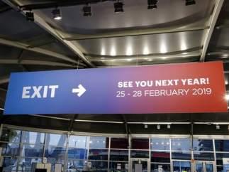 """Imagen de la salida del Mobile World Congress 2018 con un rótulo que dice: """"Nos vemos el año que viene"""" en inglés y da las fechas de la próxima edición, la de 2019, en Barcelona."""