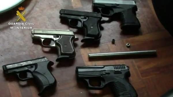 Imagen de algunas de las armas intervenidas