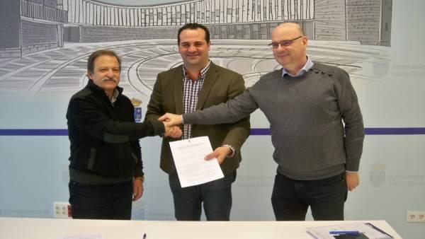 Firma del acuerdo con el propietario de las motocicletas