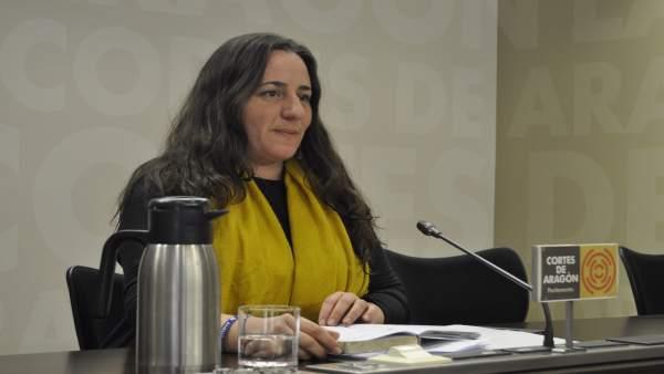 La diputada de Podemos, Marta de Santos, en rueda de prensa en las Cortes