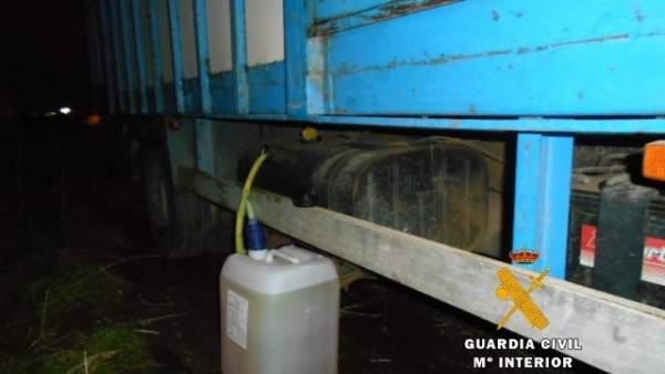 Bidón utilizado para la extracción de gasoil.