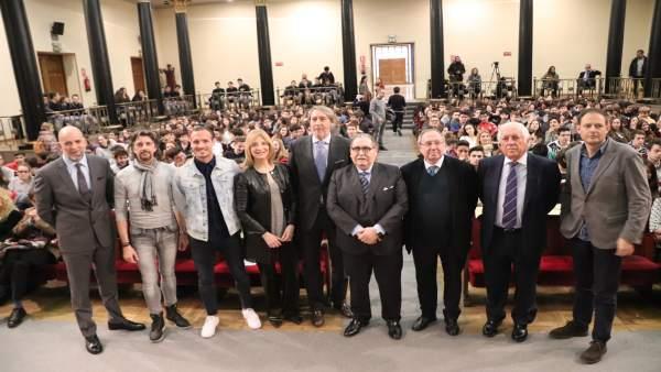 Participantes en la iniciativa 'Valores que construyen sueños' en Zaragoza.