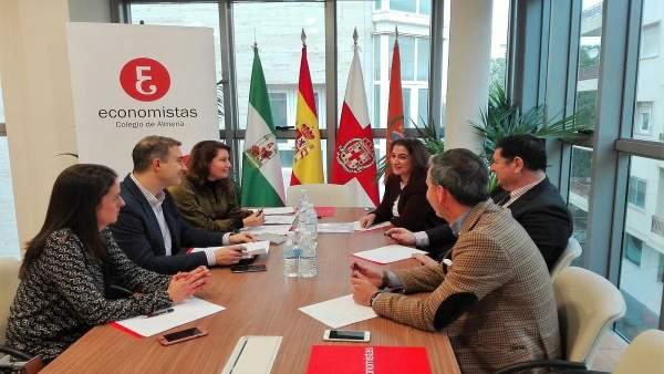 Los parlamentarios andaluces del PP en su reunión en el Colegio de Economistas