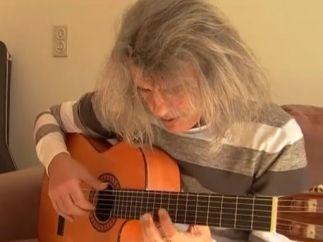 Salvado por su guitarra