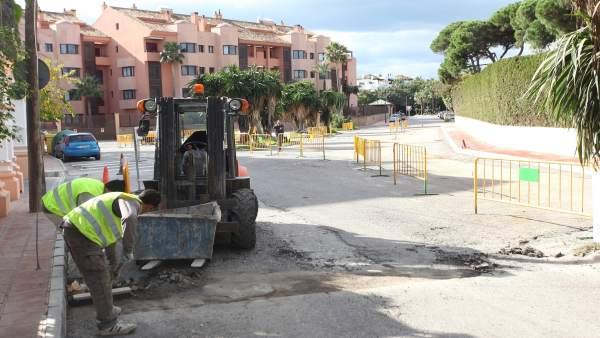 Obras remodelación aparcamiento Nueva Andalucía