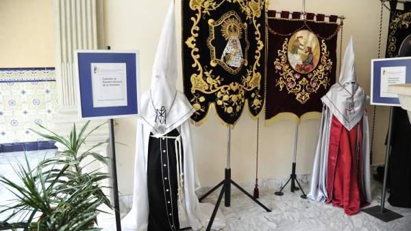 Exposición de indumentaria y estandartes de la Semana Santa de Teruel