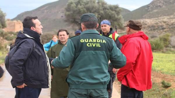 Voluntarios y profesionales en la búsqueda de Gabriel