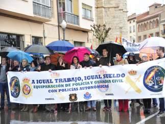 Medio millar de personas reclaman en Teruel la equiparación salarial.