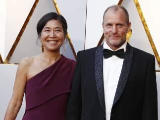 Woody Harrelson y Laura Louie