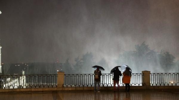 Fuerte viento y lluvia en Madrid