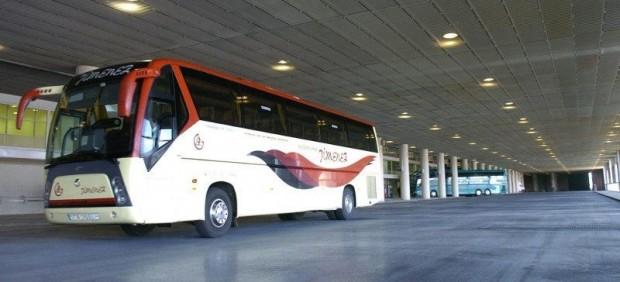 Autobús en una estación